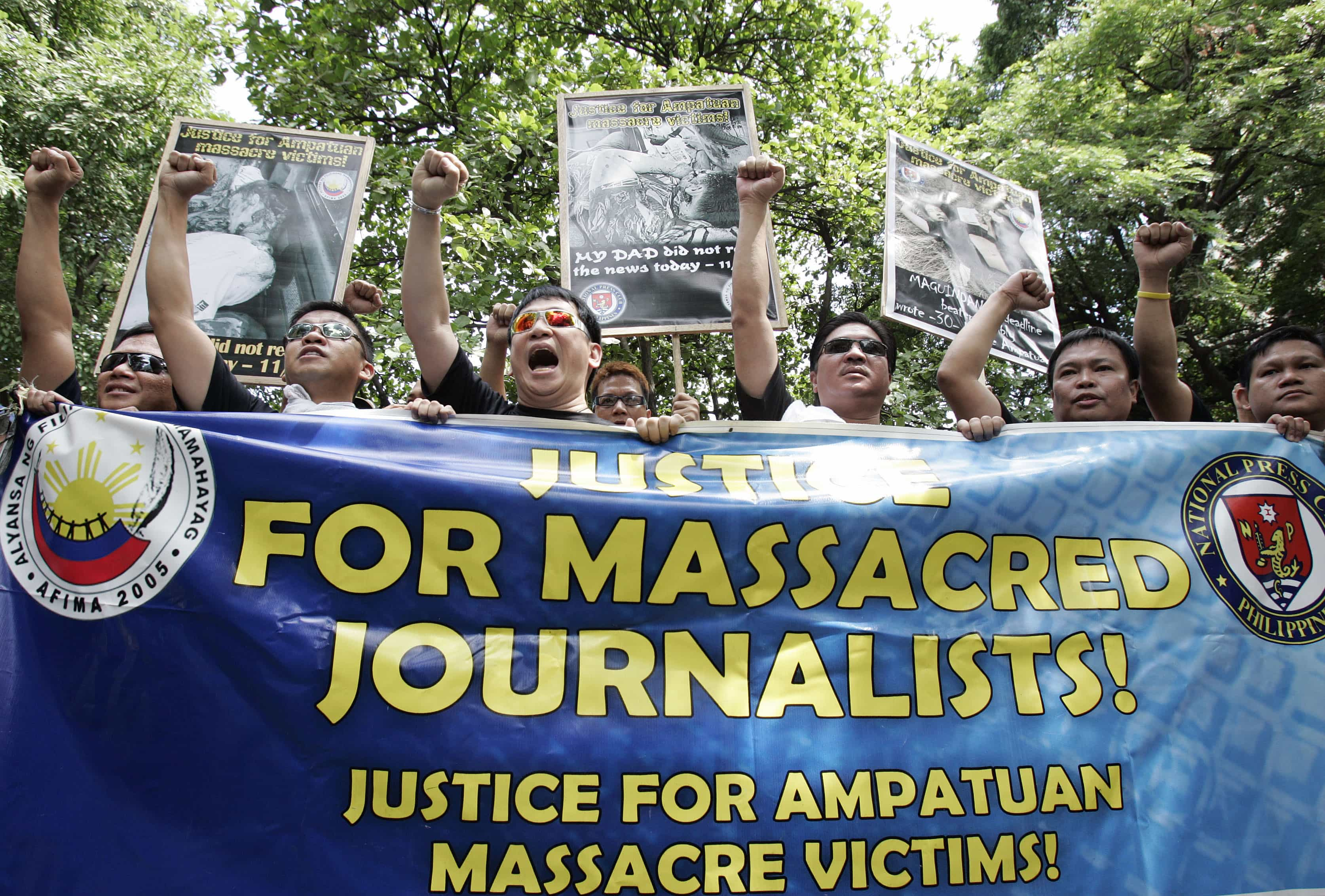 A group of journalists during a protest outside the Department of Justice in Manila, REUTERS/Romeo Ranoco