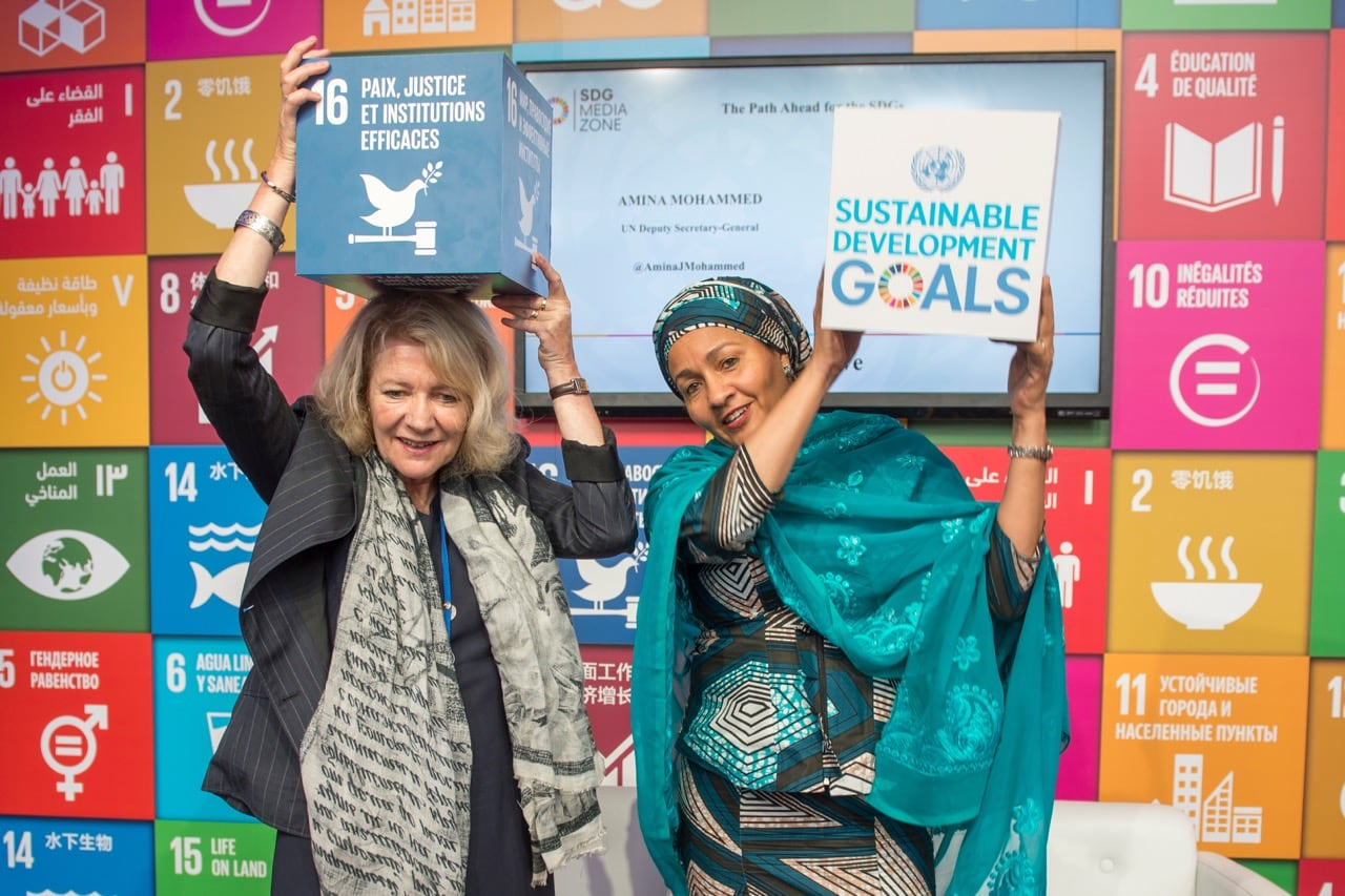 Deputy Secretary-General Amina Mohammed (right) with Alison Smale, Under-Secretary-General for Global Communications, at the SDG Media Zone, United Nations, New York, 18 September 2017, UN Photo/Cia Pak