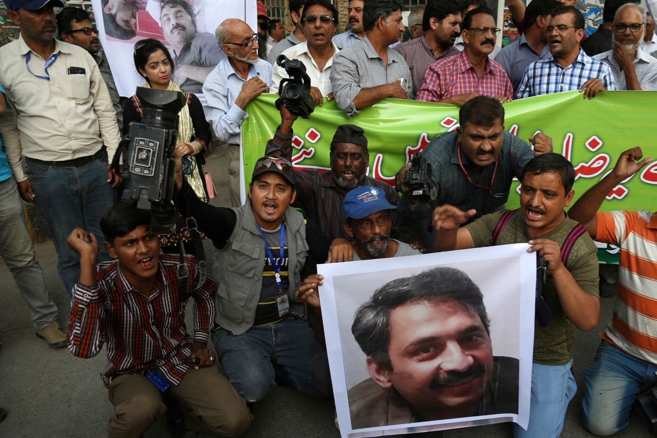 Pakistani journalists holding an image of their colleague, Ahmed Noorani, condemn the attack on Noorani, in Karachi, Pakistan, 30 October 2017, AP Photo/Shakil Adil