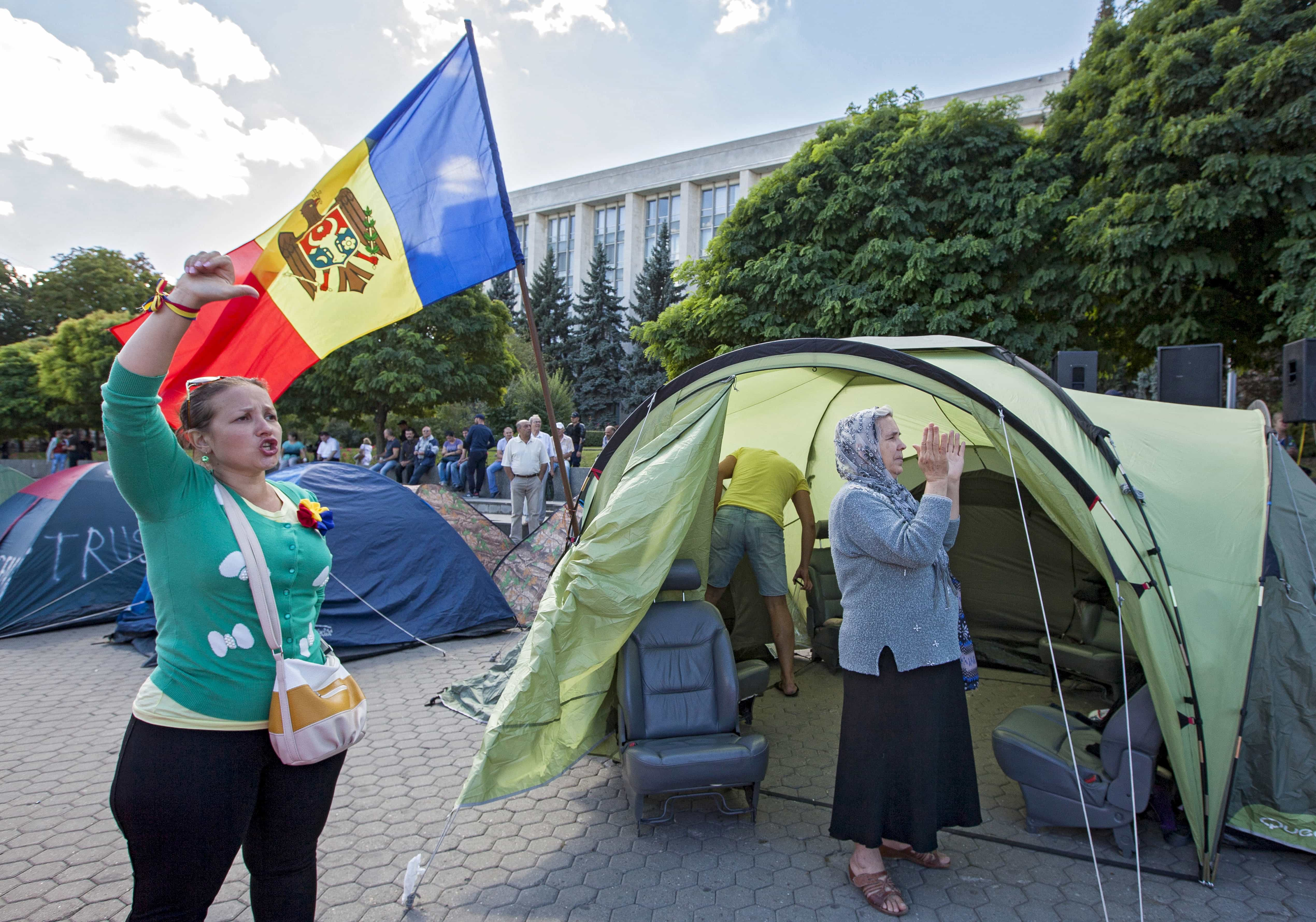 "People chant slogans as they stand in front of the tents set by protesters after an anti-government rally, organised by the civic platform ""Dignity and Truth"" (DA), in Chisinau, Moldova, 7 September 2015, REUTERS/Viktor Dimitrov"