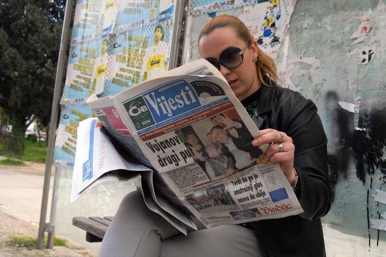 "A Montenegrin woman reads a copy of ""Vijesti"" newspaper in the capital Podgorica, 7 April 2008, SAVO PRELEVIC/AFP/Getty Images"