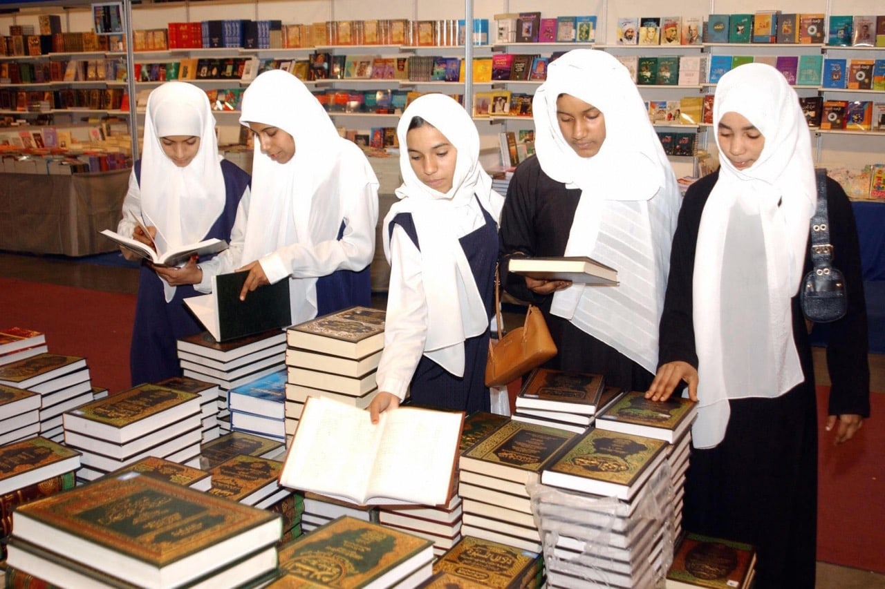 A group of Omani girls browse books at the Ninth Muscat International Book Fair, 29 February 2004, MOHAMMED MAHJOUB/AFP/Getty Images