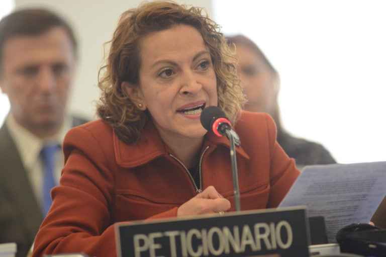 Jineth Bedoya Lima as petitioner in the 157th Regular Period of Sessions of the Inter-American Commission on Human Rights, 5 April 2016, Photo: Daniel Cima, Comisión Interamericana de Derechos Humanos, CC BY 2.0 , via Wikimedia Commons
